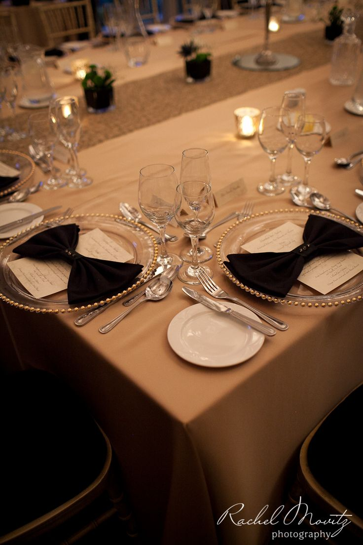 Black tie wedding? Use black tie napkins! #weddingdecor