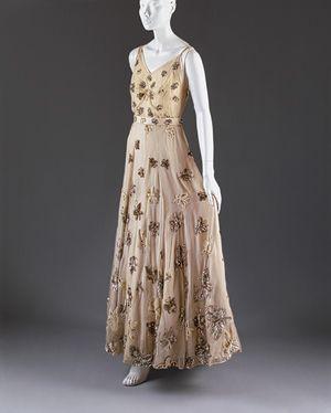 Mainbocher chiffon evening dress, 1939. The Metropolitan Museum of Art
