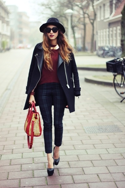 Street Style Inspiration - Tartan trousers // BEST OUTFIT EVER // vintage tartan // winter coat