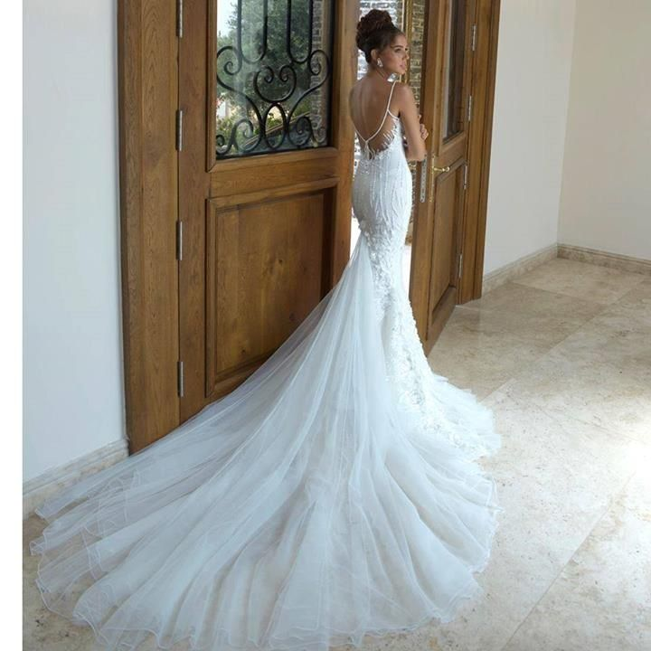 Long train wedding gown trumpet style wedding pictures for Wedding dress long train