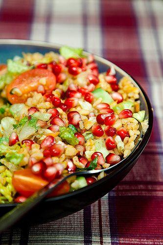 Pomegranate and couscous salad (Narli bulgur salatasi)