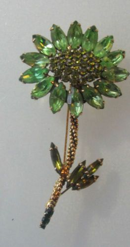 RHINESTONE DAISY FLOWER BROOCH..WEISS SIGNED FLOWER BROOCH IS GOLD ...