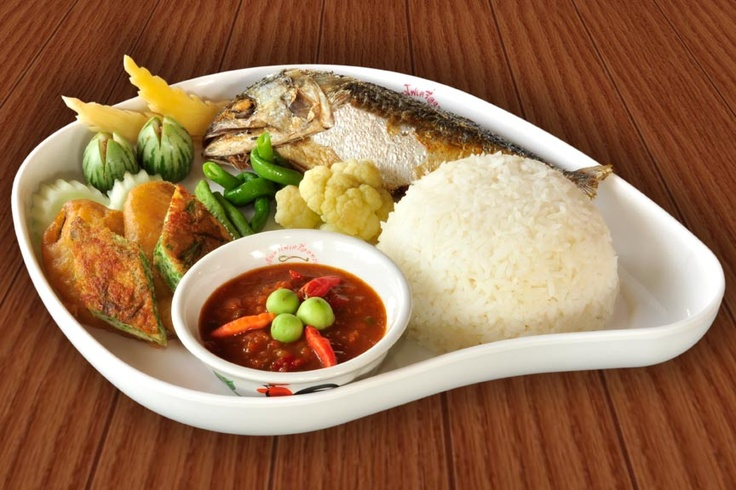 ข้าว น้ำพริกกะปิ ปลาทูทอด