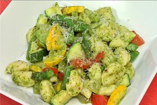 Ricotta gnocchi with summer vegetables and basil pesto - News 14