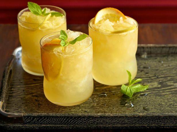 Bobby's Sparkling Bourbon Lemonade #BobbyFlay #Lemonade #Cocktail #Cheers