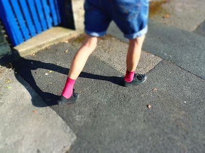 pink socks / calcetines rosas