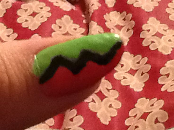 Zig zag nail design | Nail art | Pinterest