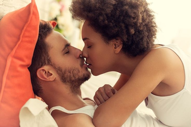 white girl kissing black man № 159735