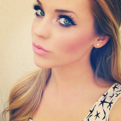 Loooove her makeup...so girly and elegant....