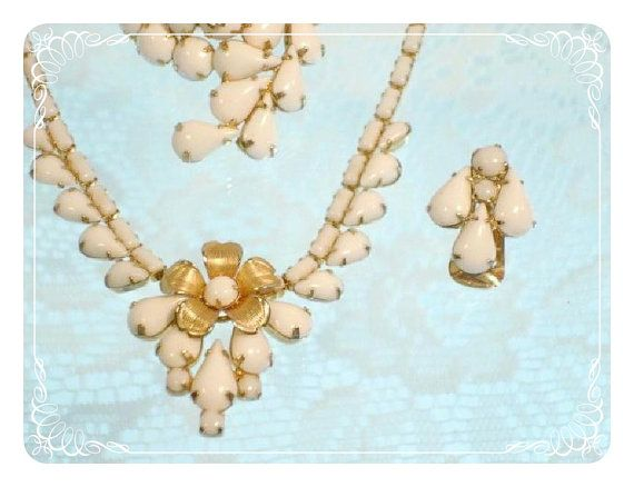 Vintage Weiss Parure White w Gold Tone Flower by bodaciousjewels, $145 ...