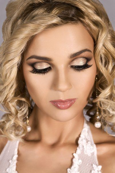 Romantic Wedding Makeup Looks : Pin by Taylor Jean Robbins on Hair. Nails. Make-up. All ...