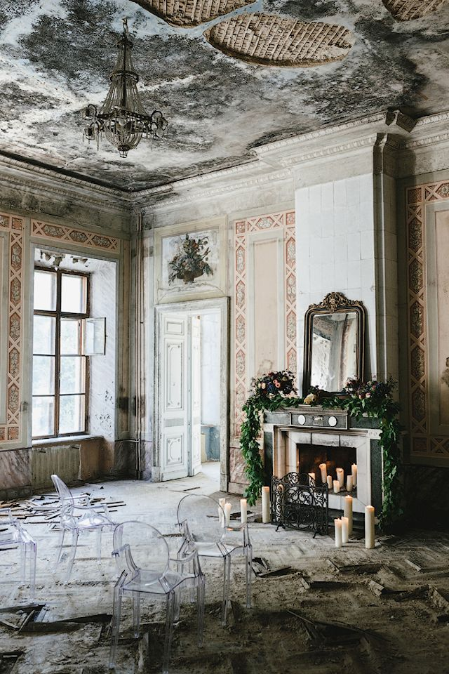 Abandoned mansion wedding ceremony | Mikhail Loskutov Photography | see more on: http://burnettsboards.com/2014/10/flowers-bones/