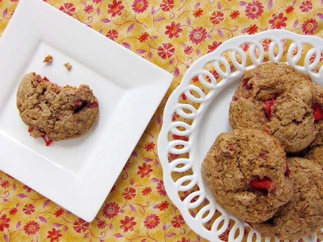 Whole wheat strawberry pecan scones (vegan)