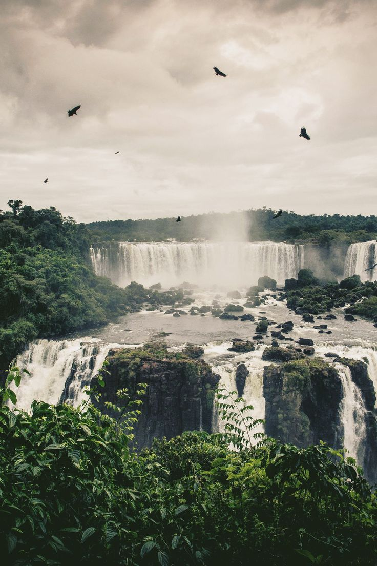 Iguazu Falls straddles the border between Argentina and Brazil(photo: Ilia Kotchenkov).