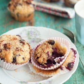 Blueberry Lemon Yogurt Muffins with Cinnamon Sugar Topping. The most ...