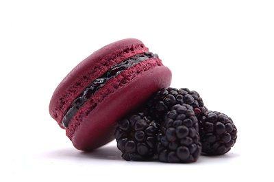 Blackberry Macaron | Cakes, Desserts and Pâtisseries | Pinterest
