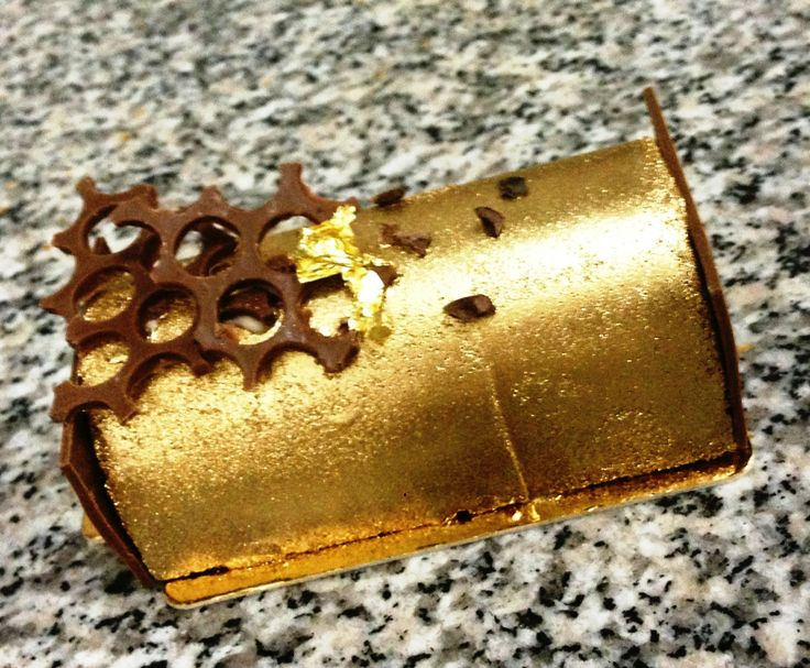 Dulcey chocolate gold buche noel | Yule Logs | Pinterest