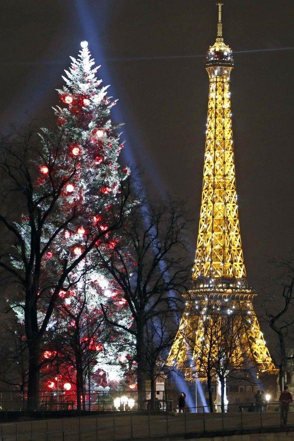 Eiffel at christmas france parijs pinterest for Parisian christmas decorations home