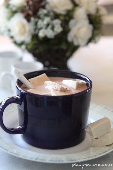 hot chocolate with maple marshmallows ... oh how i love maple