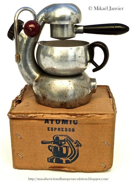 Brevetti Robbiati - Stovetop coffee maker on Atomic espresso box - Atomic trademark