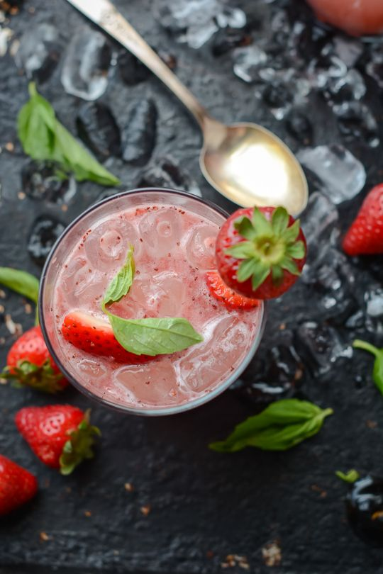 ... ://www.scalingbackblog.com/beverages/strawberry-balsamic-basil-soda