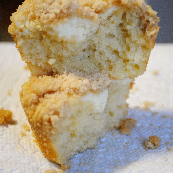 Cheesecake-filled Coffee Cake Muffins   Yummy things :-) x   Pinterest