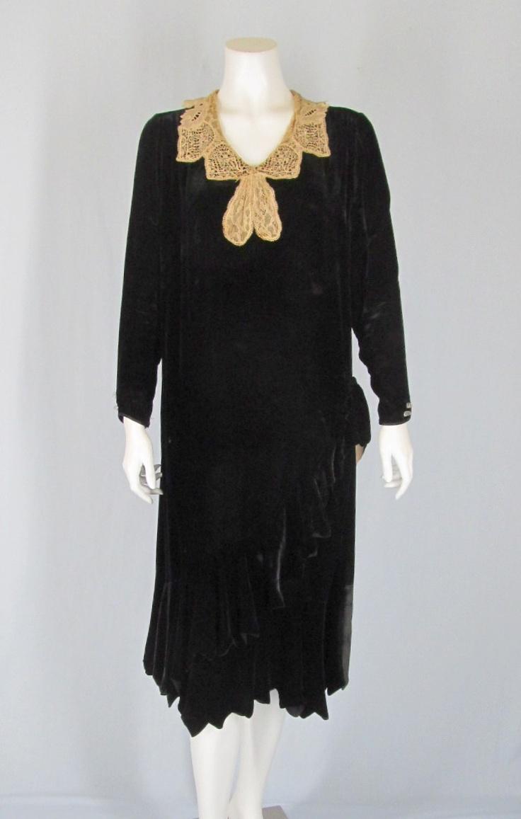 ... lace collar velvet dress   1920s Flapper Dresses & Daytime Froc