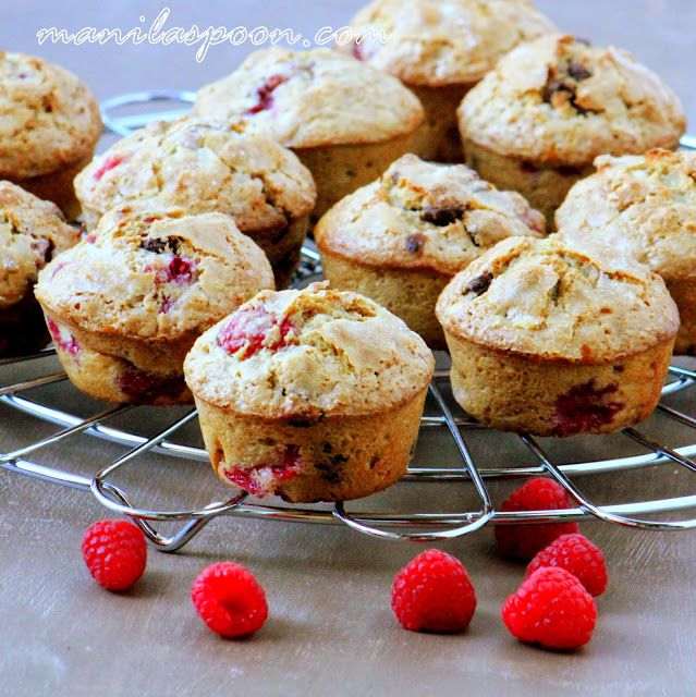 Manila Spoon: Raspberry Chocolate Chip Muffins - change to oats, whole ...