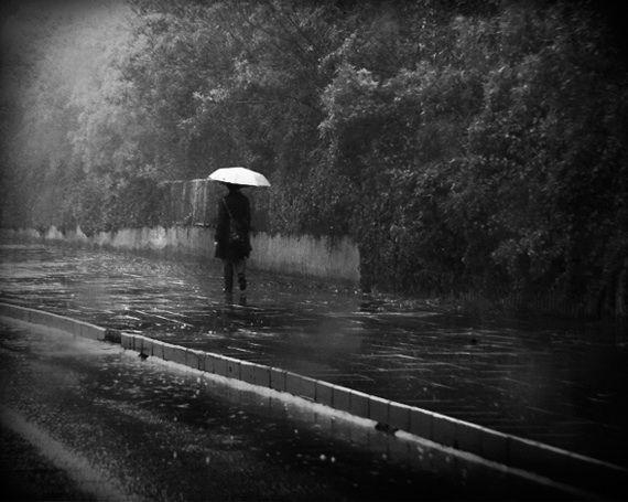 walk alone in the rain | Romantic pictures | Pinterest
