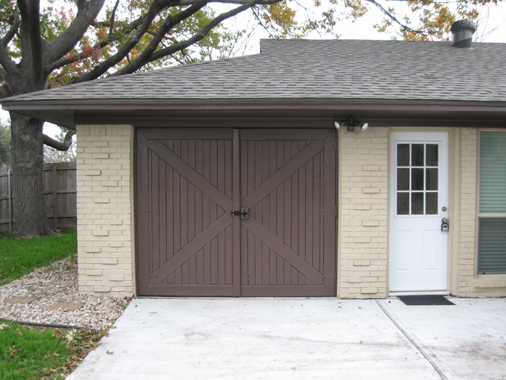 Love this barn door style garage door brandon pinterest for Barn style front door