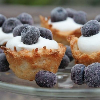 Blueberry coconut macaroon tartlets | Deserts | Pinterest