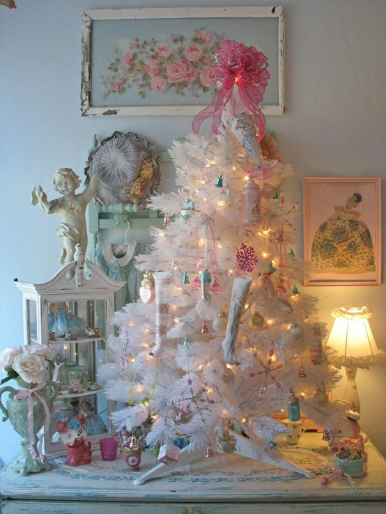 Pretty white christmas tree decor shabby chic vintage for Shabby chic christmas