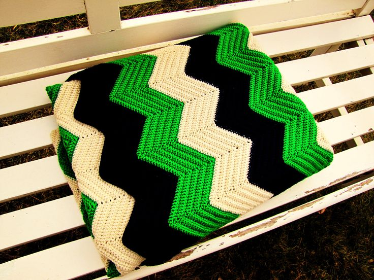 Vintage kelly green navy blue amp ivory beige chevron afghan chevron
