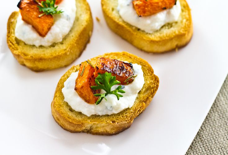 Roast Pumpkin and Ricotta Crostini | All things pumpkin | Pinterest