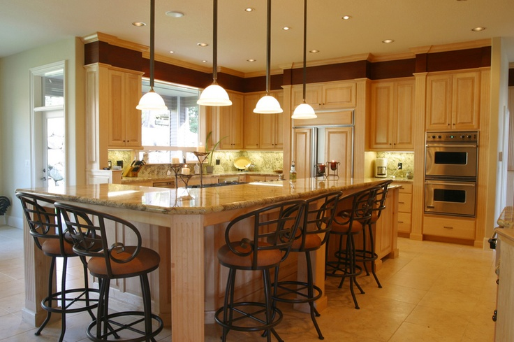 just one of the many kitchen layouts i would like for my dream home.. well lighted and spacious
