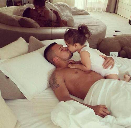 голый отец с дочкой фото в контакте