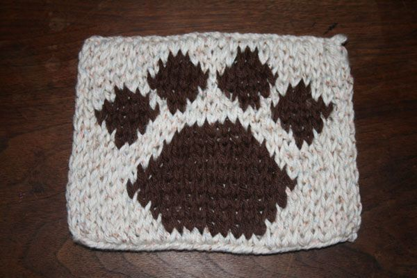 Free Crochet Pattern For Paw Print : Paw Print Hot Pad knitting loom Pinterest