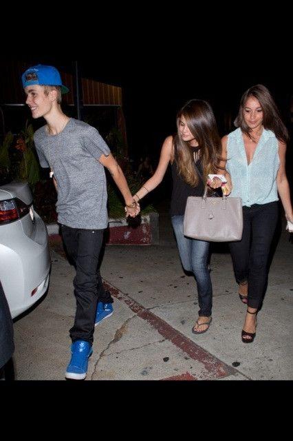 Justin Bieber, Selena Gomez and Carin Morris. ll #jelena