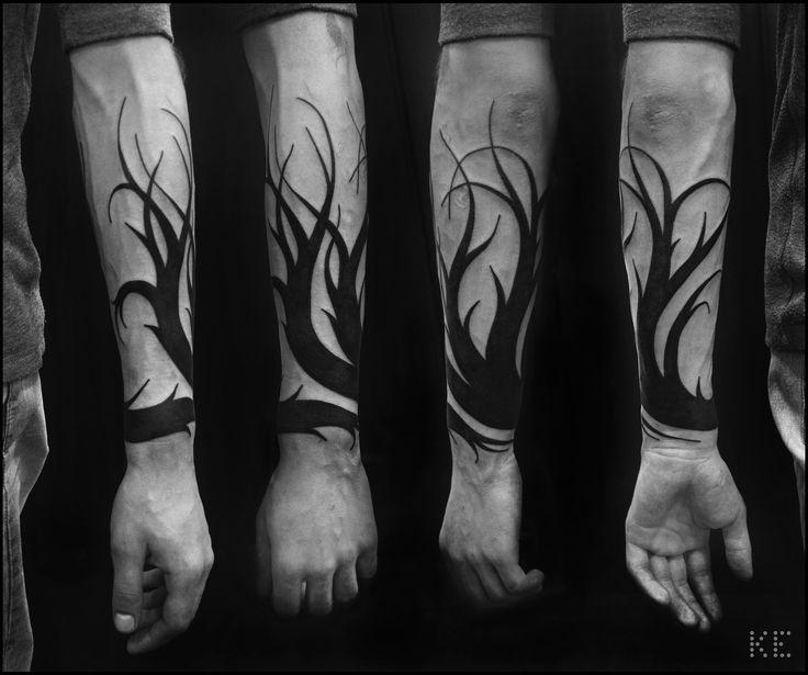 Из дерева в стиле тату