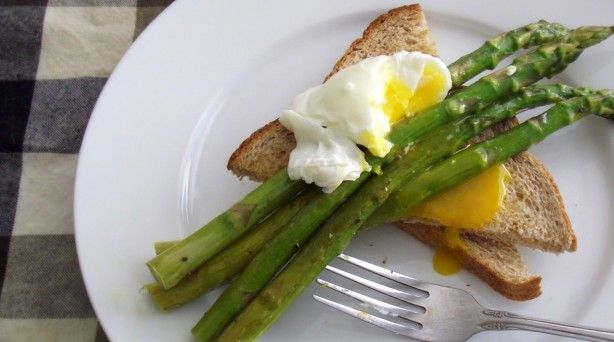 Recipe: Roasted Asparagus & Poached Eggs on Toast