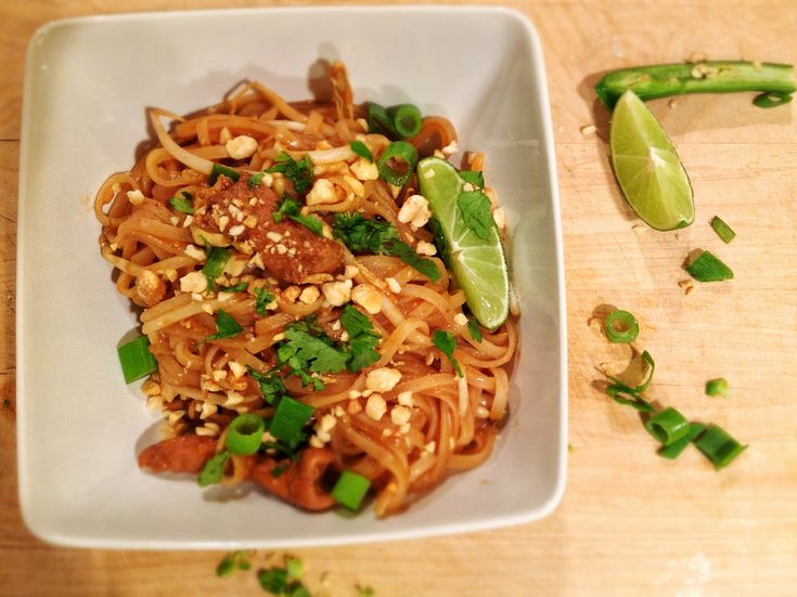 Chicken Pad Thai} Holy. Moly. This was SO good. Everyone loved it ...