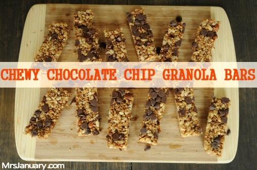 Chewy Chocolate Chip Granola Bars via MrsJanuary.com #recipe #granola