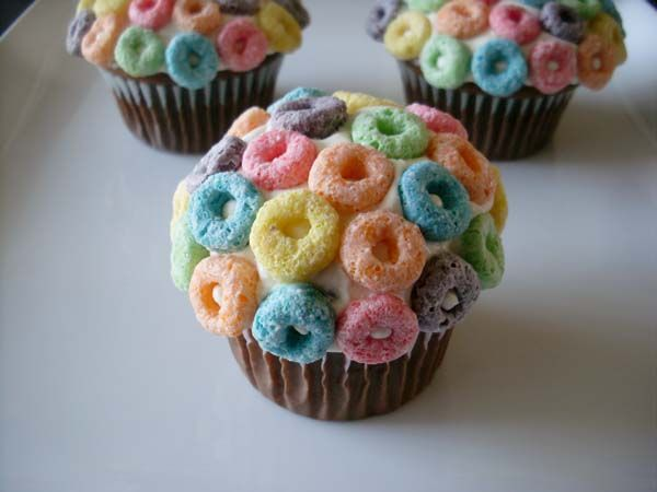 Cake With Fruit Loops : Fun Fruit Loops Cereal Cupcakes Fun!! Pinterest