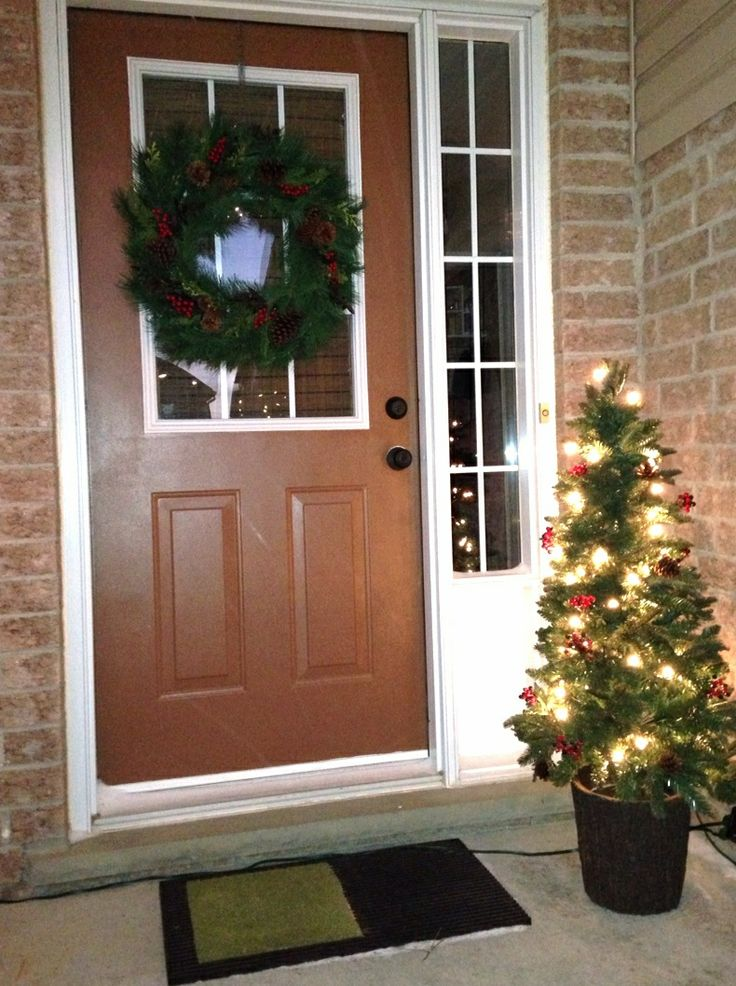 Christmas Door Decorating Ideas - How to Decorate Your Front