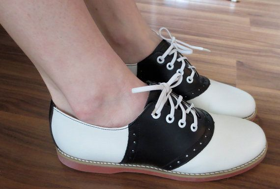 Vintage Womens Oxford Saddle Shoes Size 9 by AwfullyGorgeous, $38.00
