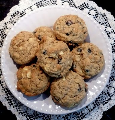 Fresh Eggs Daily®: Blueberry White Chocolate Oatmeal Cookies