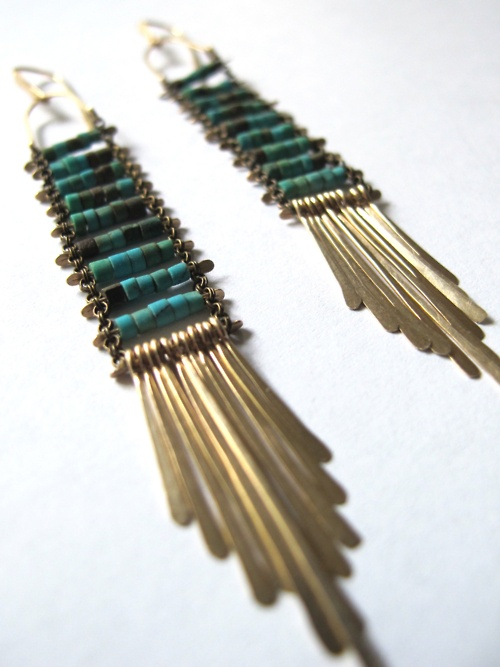 egyptian turquoise, crepuscular earrings con cadenitas y  beads
