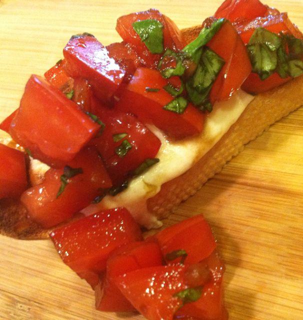 caprese bruschetta | Mostly vegetarian | Pinterest