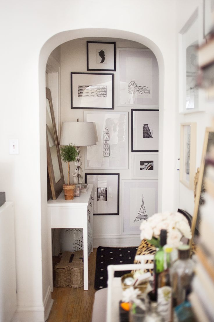 Alaina Kaczmarski's Lincoln Park Apartment Tour #theeverygirl #interiors #inspiration #entryway #gallery wall #smallspaces
