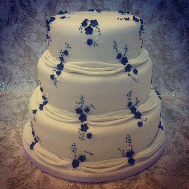 custom cakes by lynsey